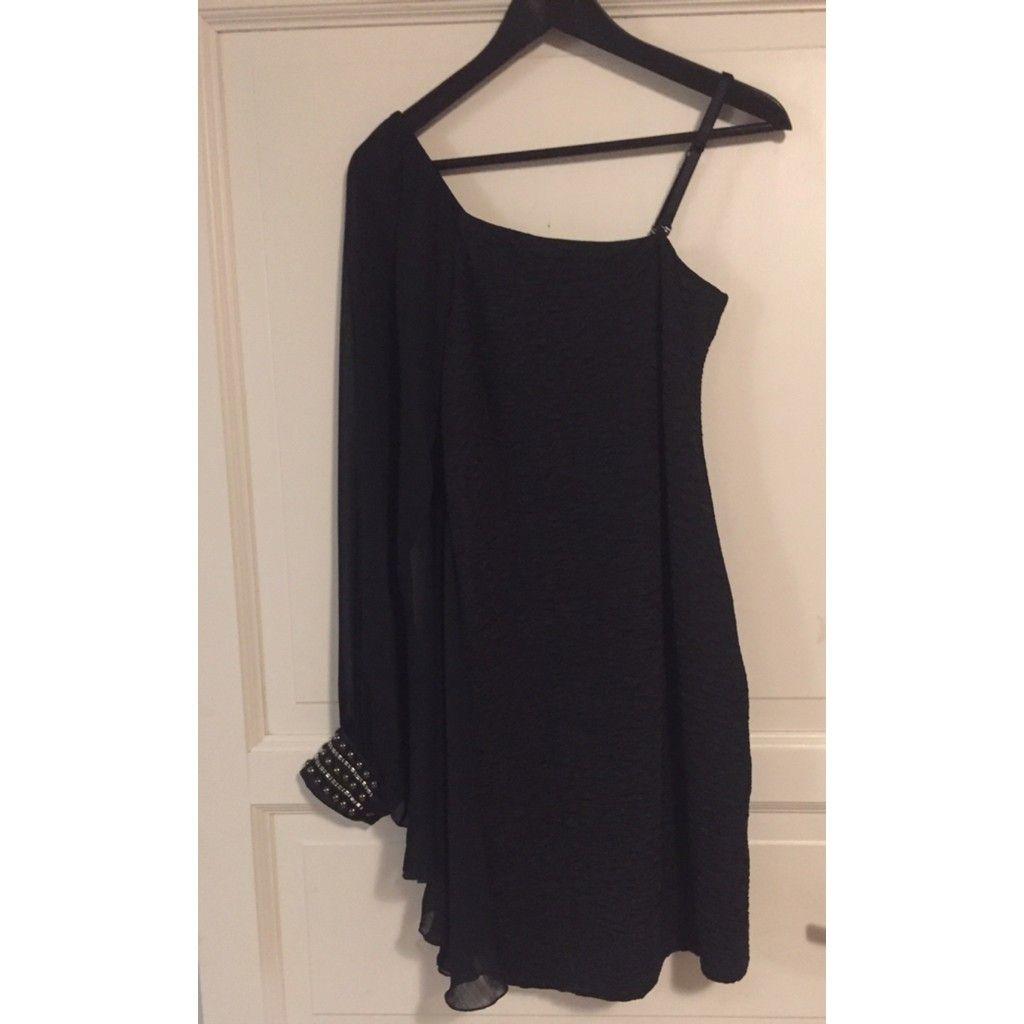 7d291870e169 Sort enarmet kjole fra Freequent