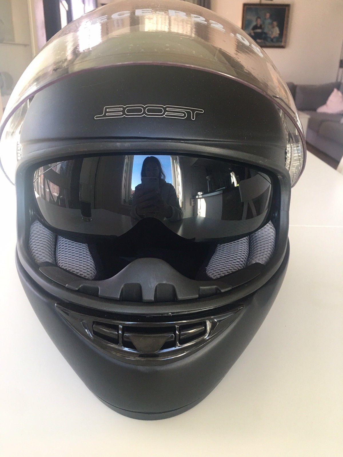 b8ad3e64d13c Mc hjelm med solbriller