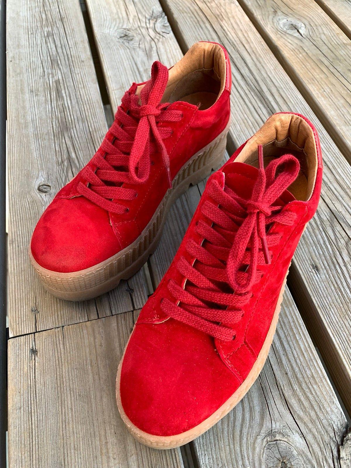 32ebcc5bc06e Røde sko i semsket skinn