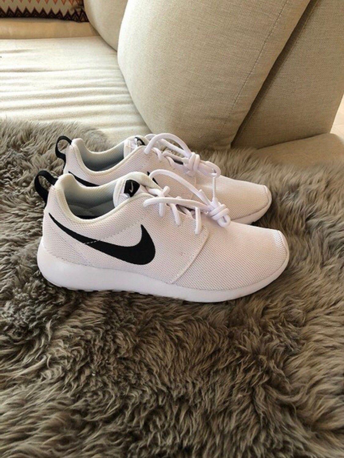 f841d5aff9eb Helt nye Nike sko til dame - str 38