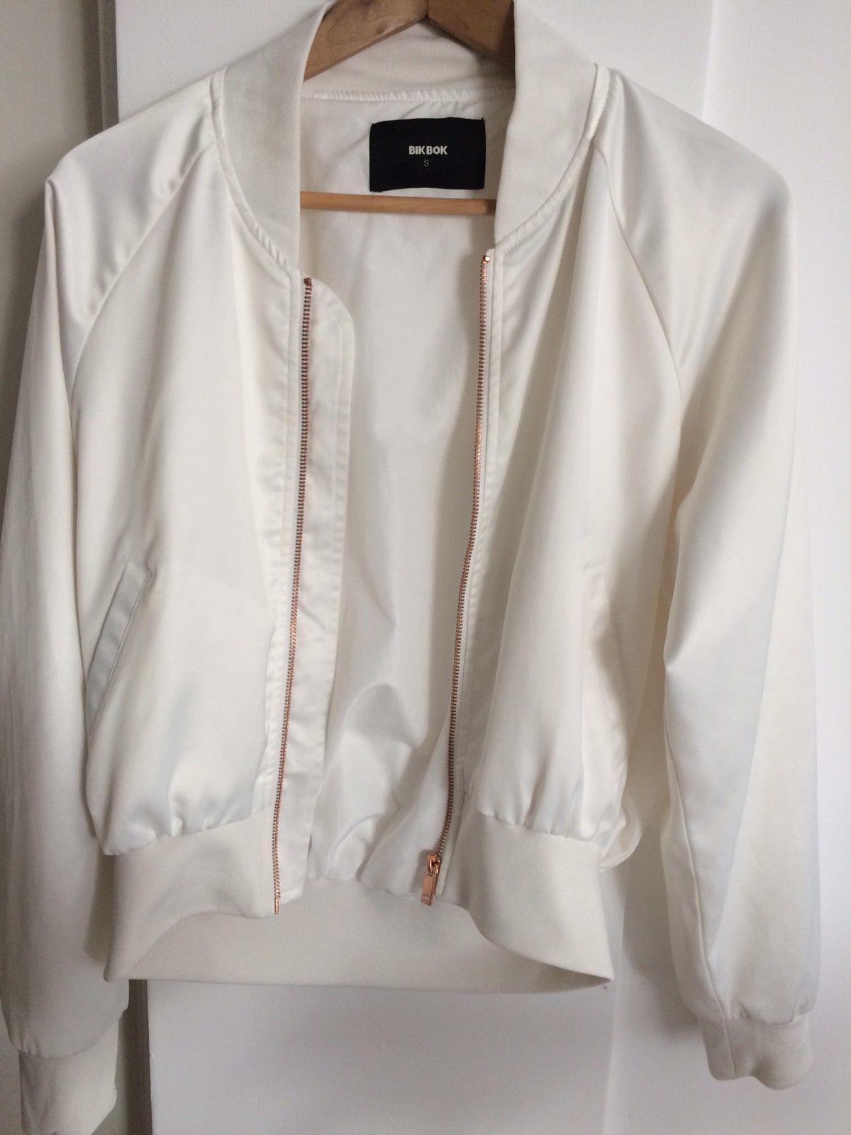 Jakke i hvit cordfløyel | FINN.no