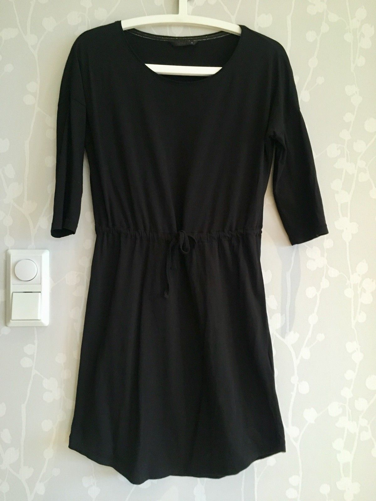 604d7239 Svart, enkel kjole | FINN.no