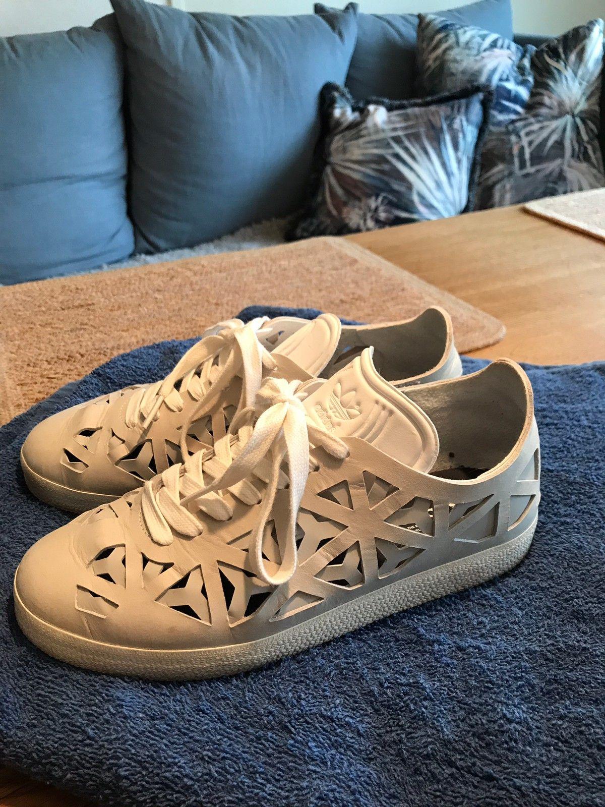 Kule Adidas grå skinn joggesko, limited edition | FINN.no