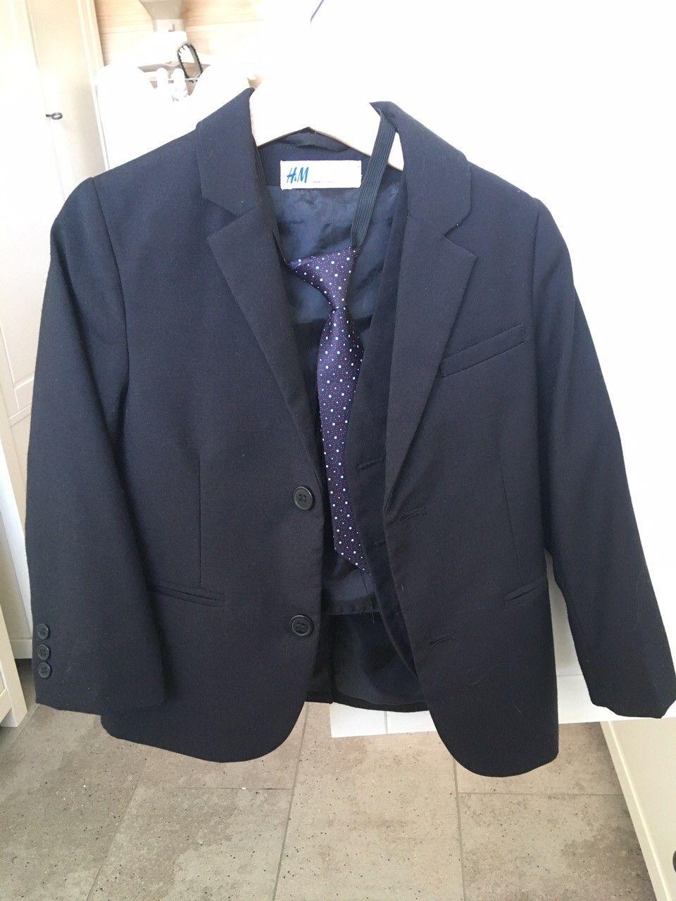 4 delet dress: dressjakke, bukser, skjorte, slips røk grå