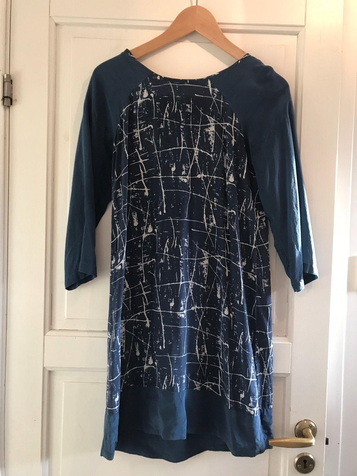 Blå silkekjoletunika, design Margit Brandt | FINN.no