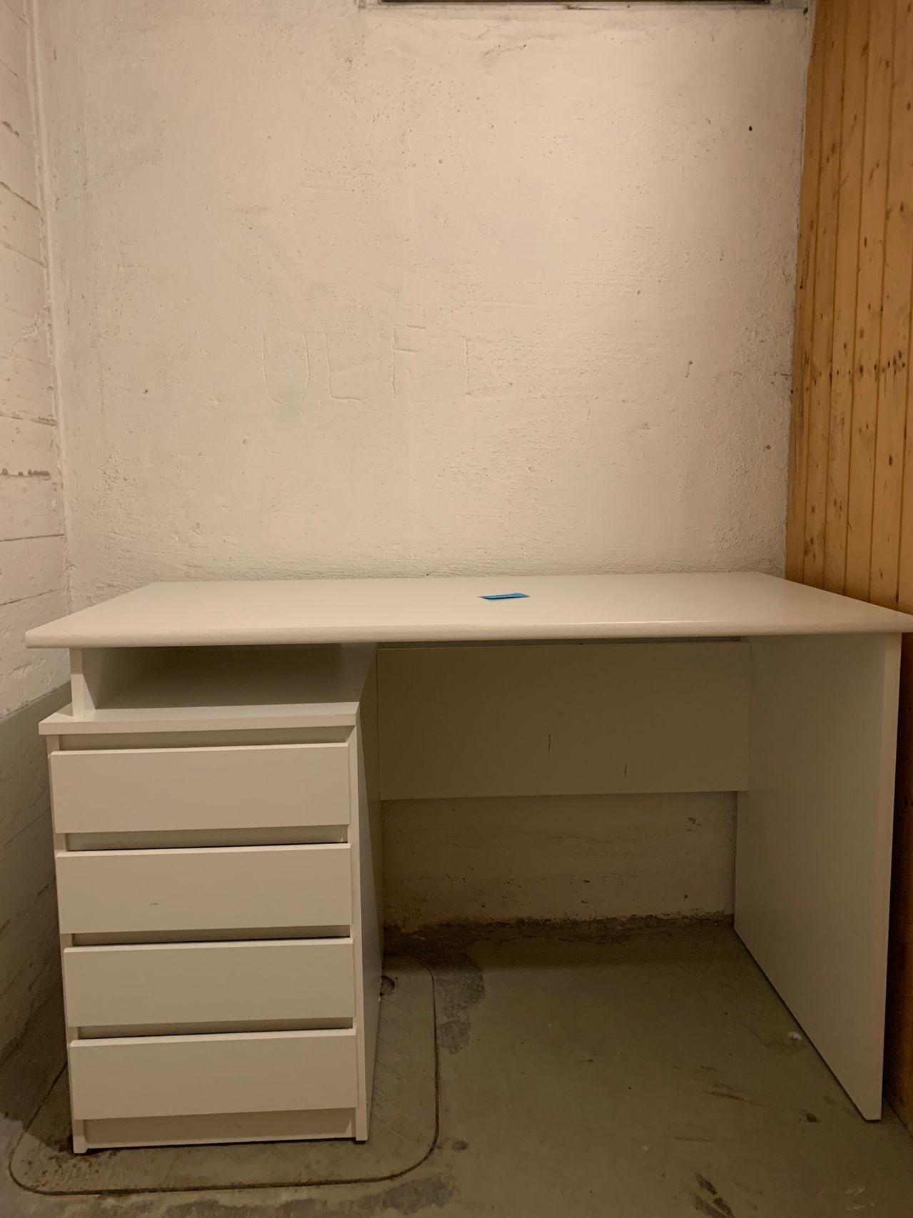 Mesinge skrivebord fra JYSK   FINN.no