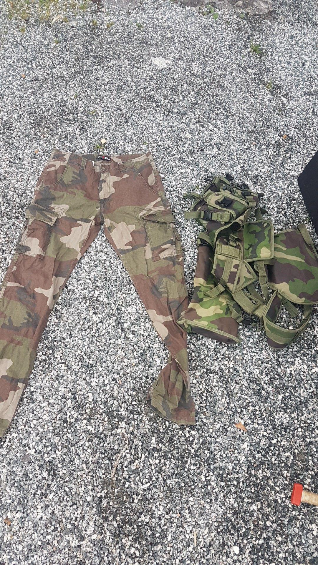 Militær bukse og skulderbelte for lek nerf og rollespill