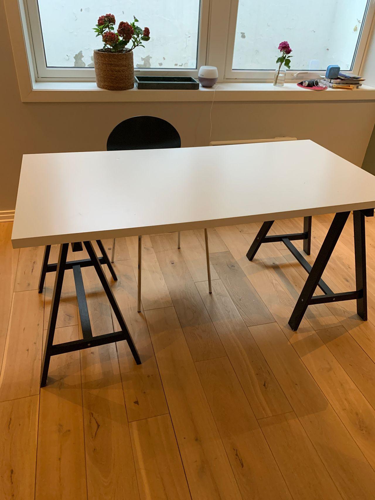 Skrivebord gis bort mot Kjøpe, selge og utveksle annonser