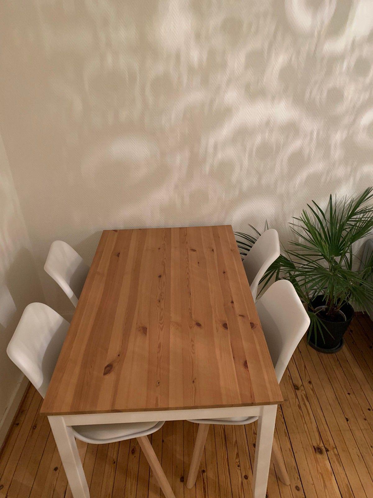 Lite brukt spisebord med Kjøpe, selge og utveksle annonser