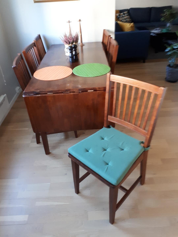 Spisebord med to klaffer og 6 stoler selges billig | FINN.no