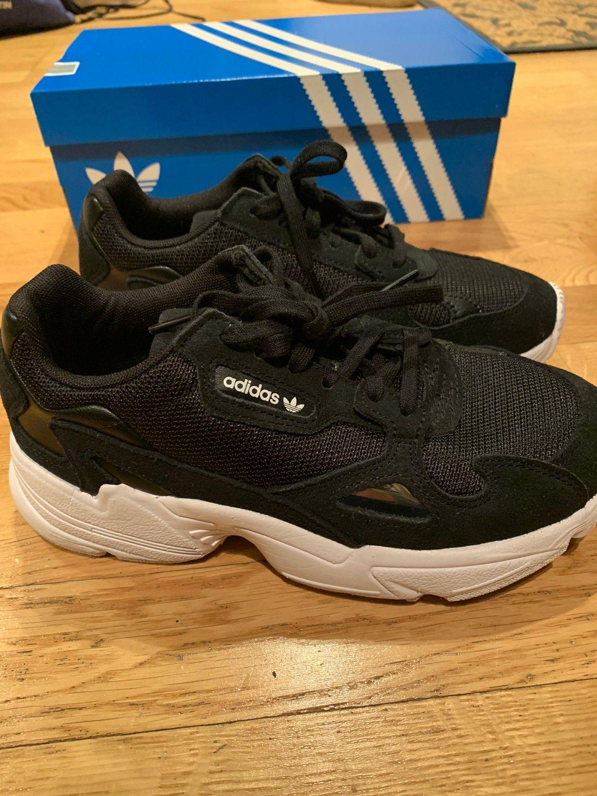 Adidas Falcon W | FINN.no