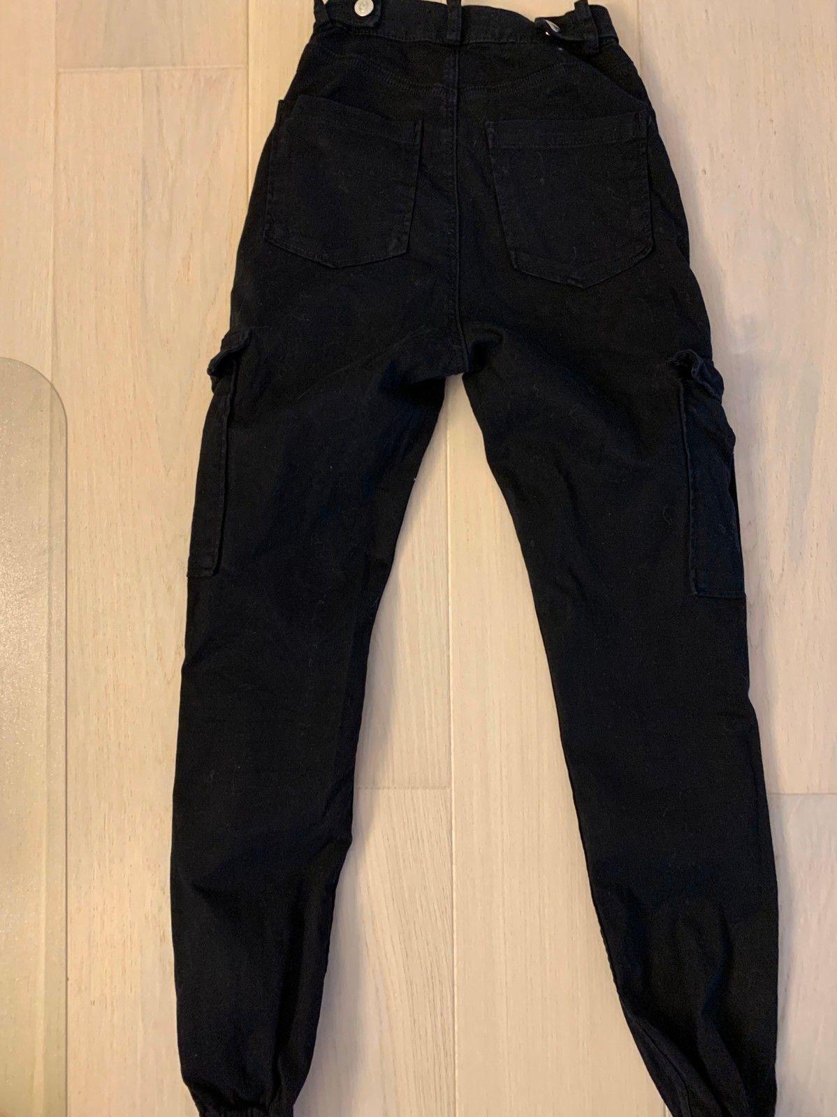 BikBok bukser med lommer på lårene