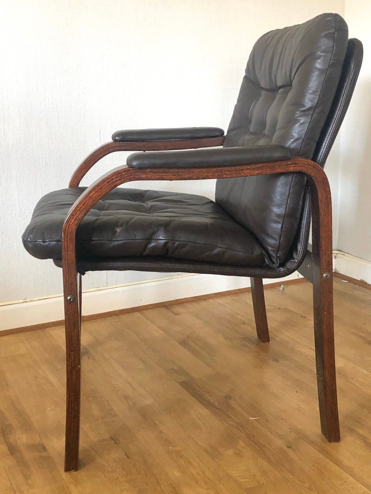 Retro stol i palisander og skinn | FINN.no