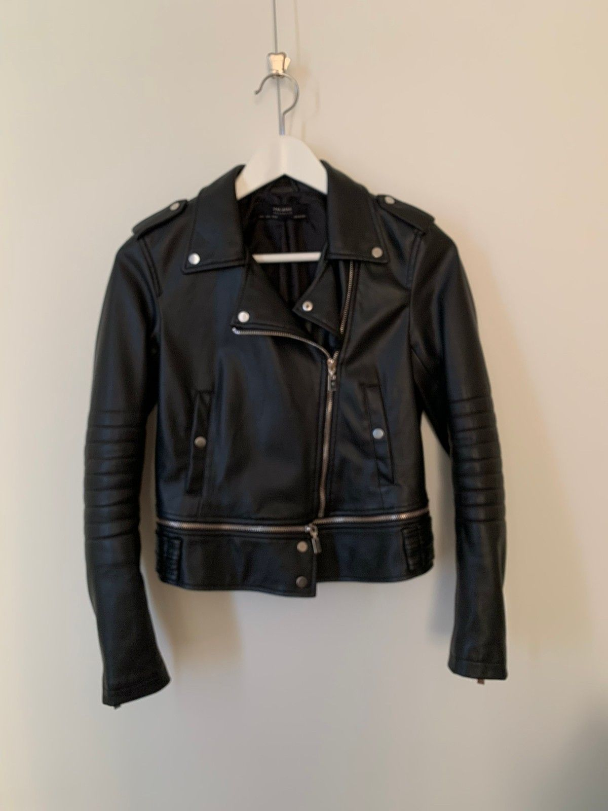 Zara fake skinn jakke | FINN.no