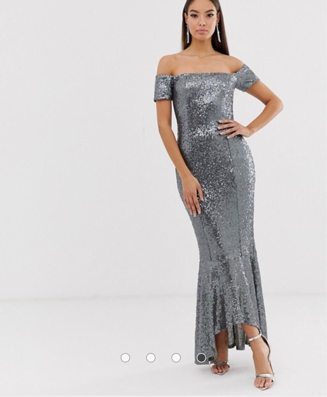 Splitter ny og ubrukt kjole fra