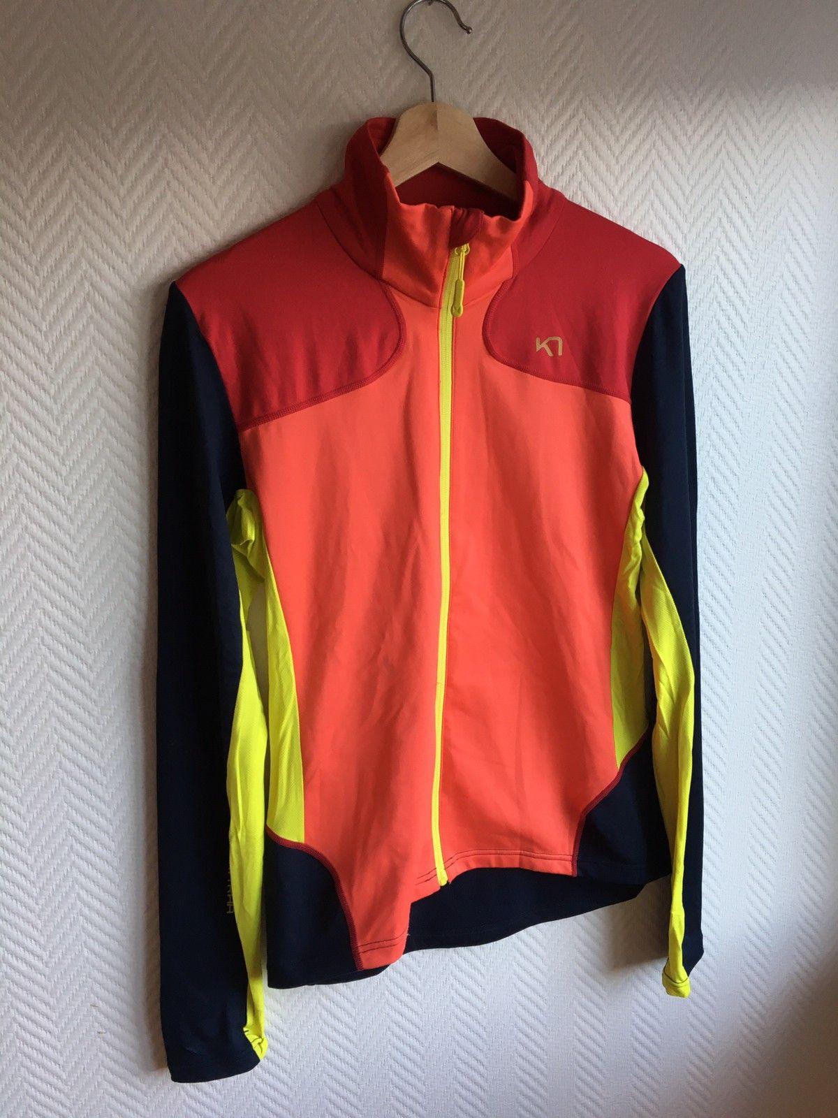 Kari Traa treningspakke med to t skjorter og en jakke.   FINN.no