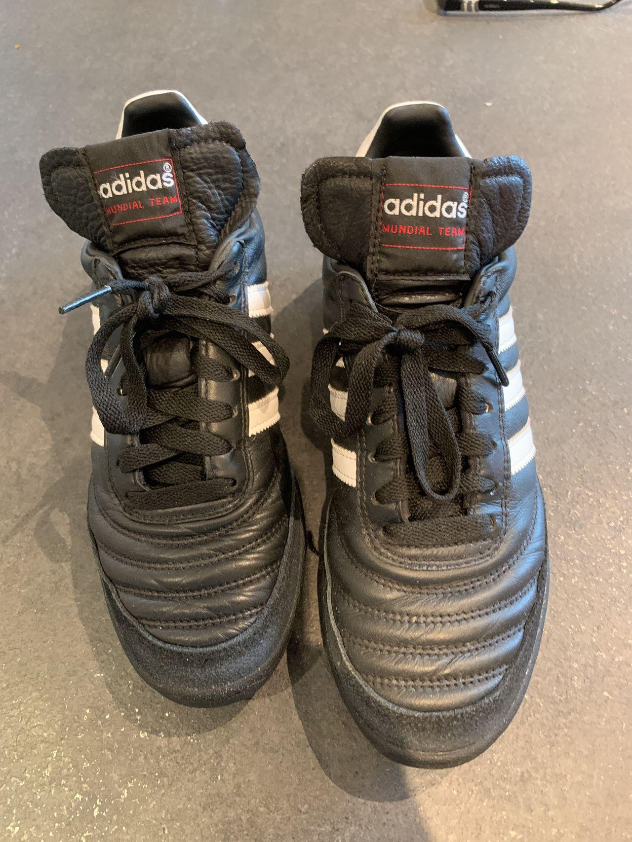 Leter du etter Adidas Mundial Team fotballsko? | Sammenlign