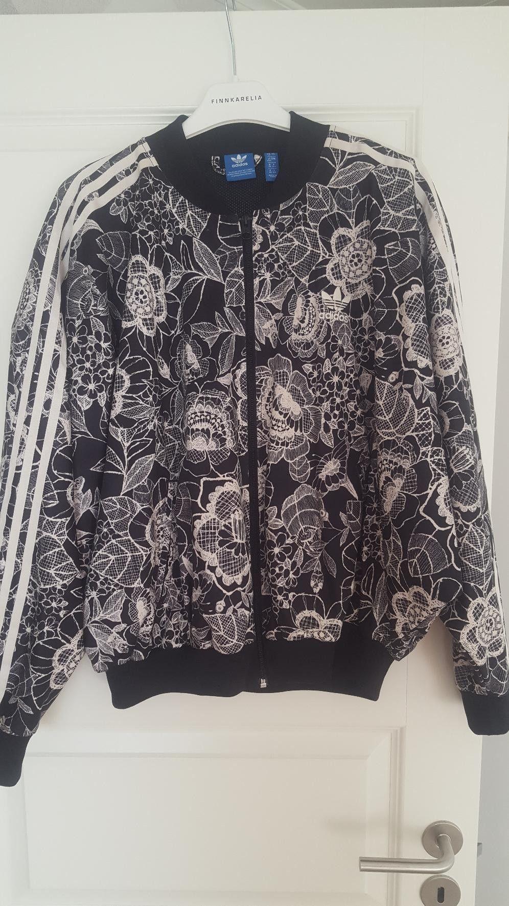 Pent brukt Adidas jakke i str ssmall