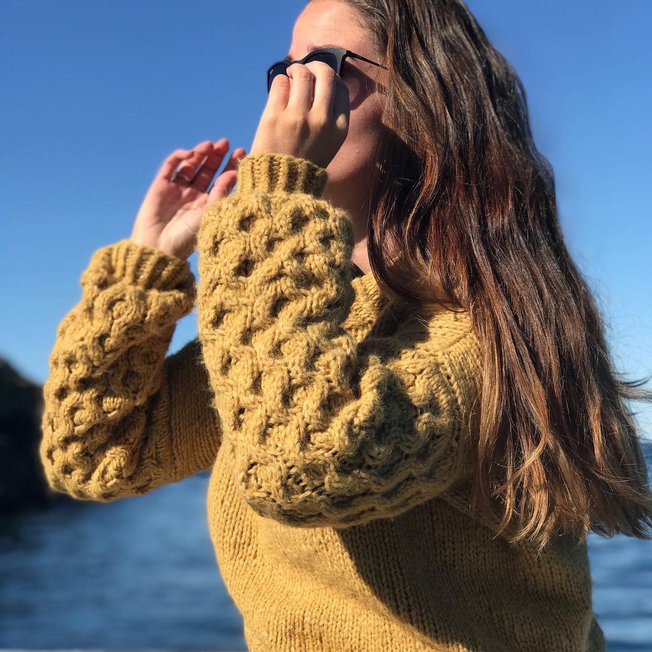 Strikk Honey genser nyoppskrift av Anett Opheim | FINN.no