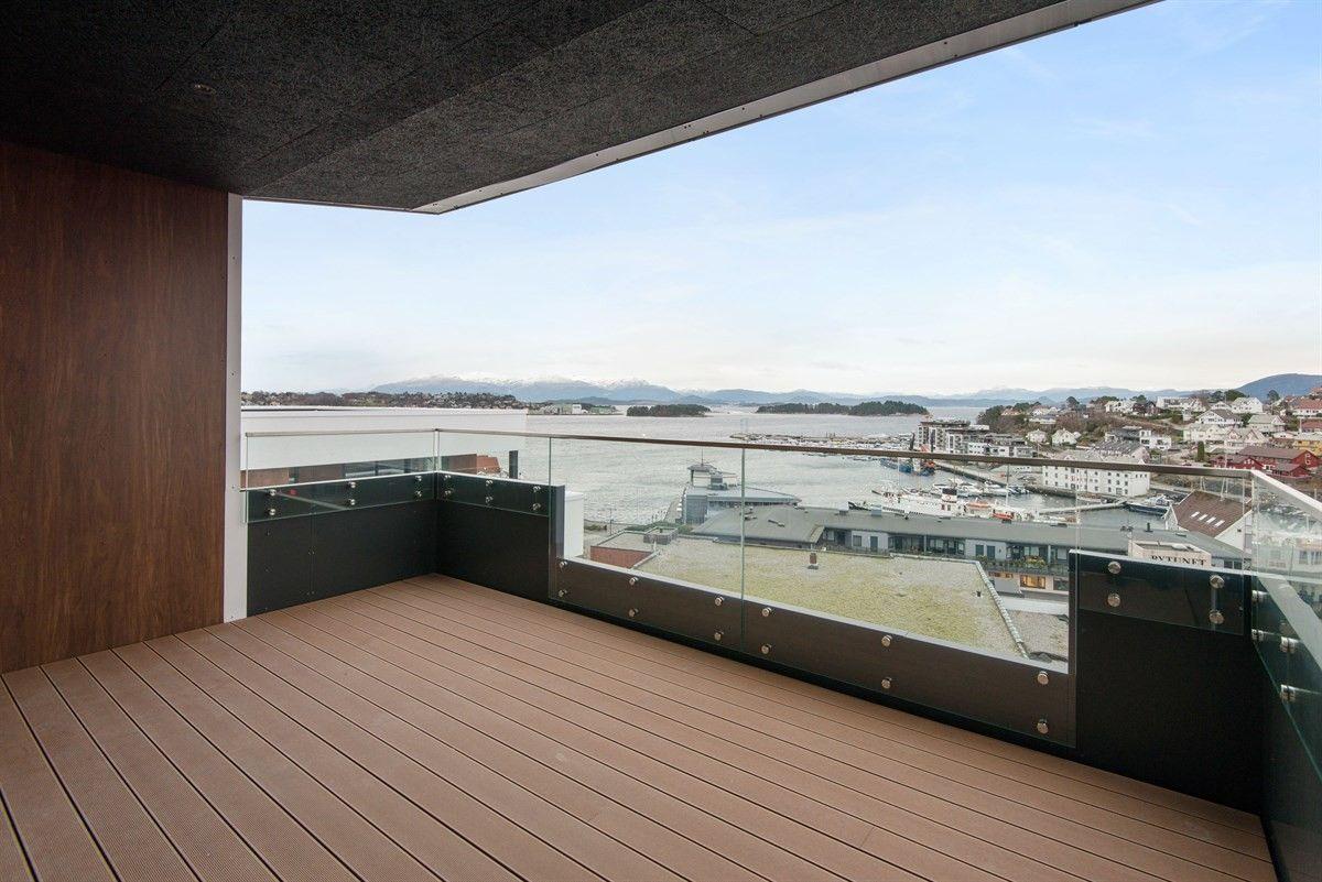 Leilegheit 22, balkong 1 - 9.etasje. Leilegheit 23 har same planløysing (8.etasje)