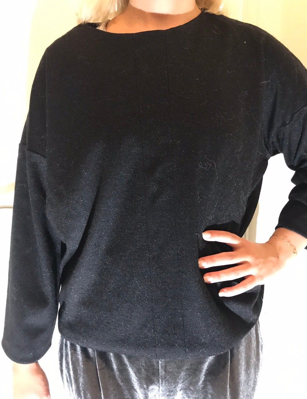 Enkel svart genser selges billig! | FINN.no