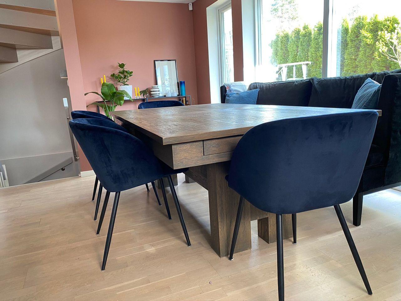 Spisebord i heltre eik fra A møbler | FINN.no