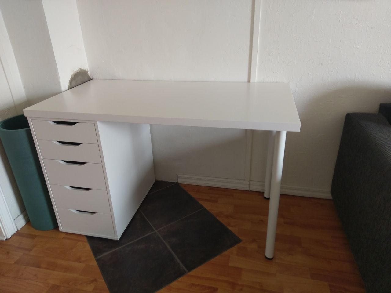 nonophemnes skrivebord med 2 skuffer