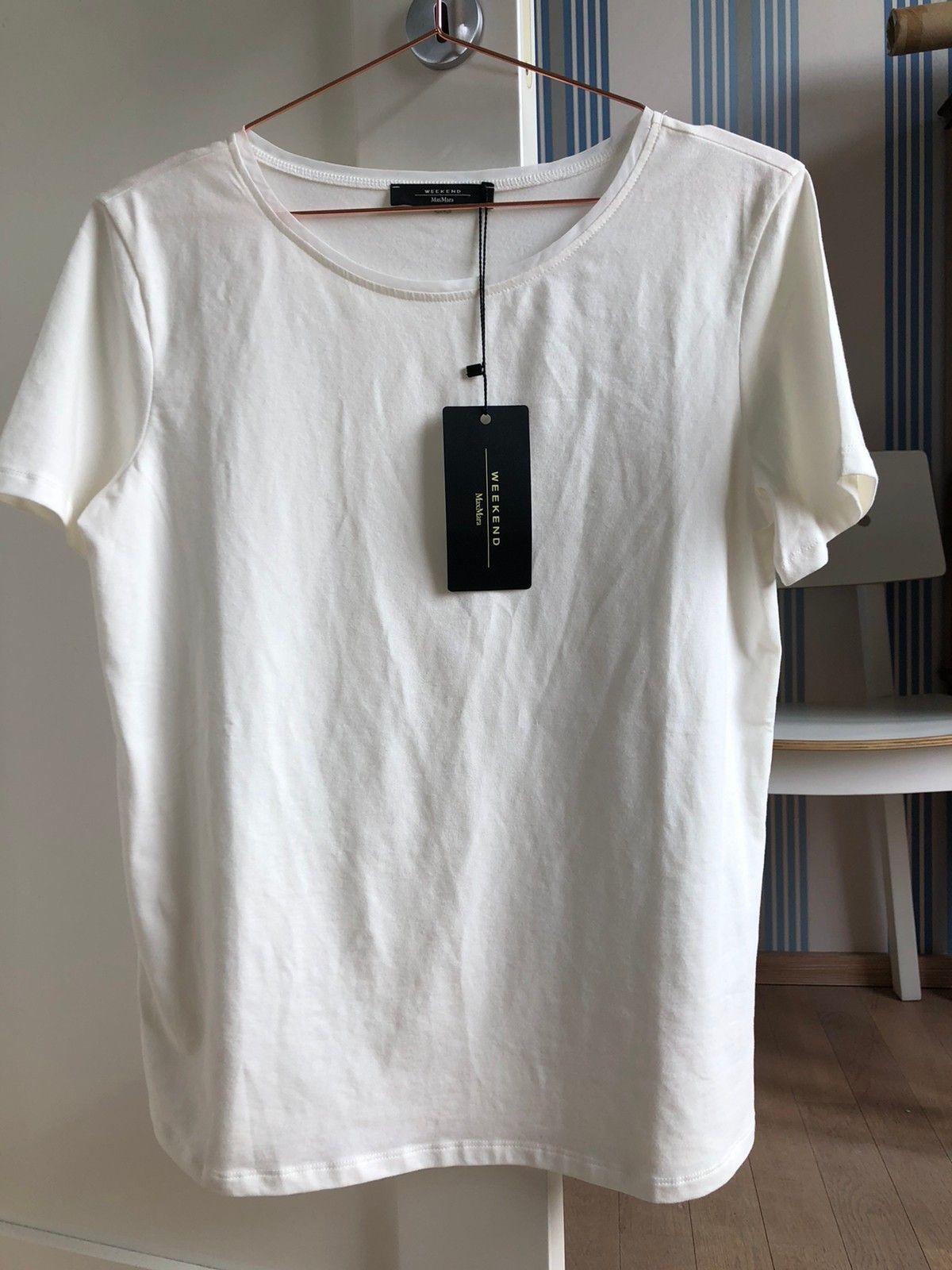 Weekday rød t skjorte med hvite kanter | FINN.no