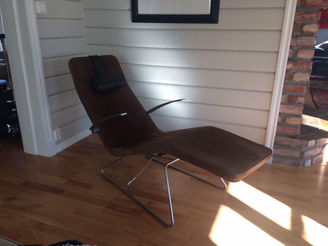Designstol med ukjent opphav i brunt skinn | FINN.no
