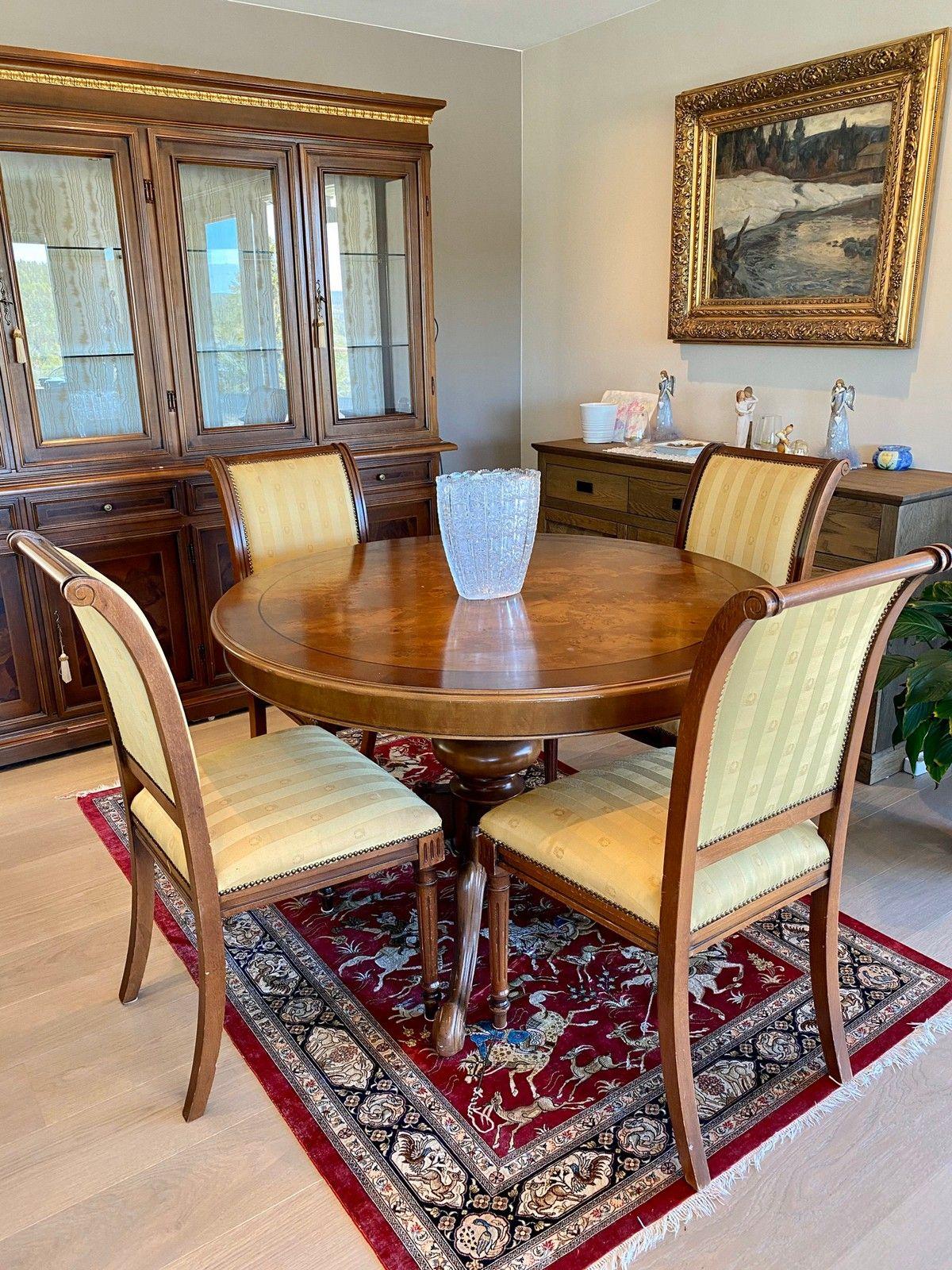 FINN – Antikk, gammel stoler og spisebord med 2 plater