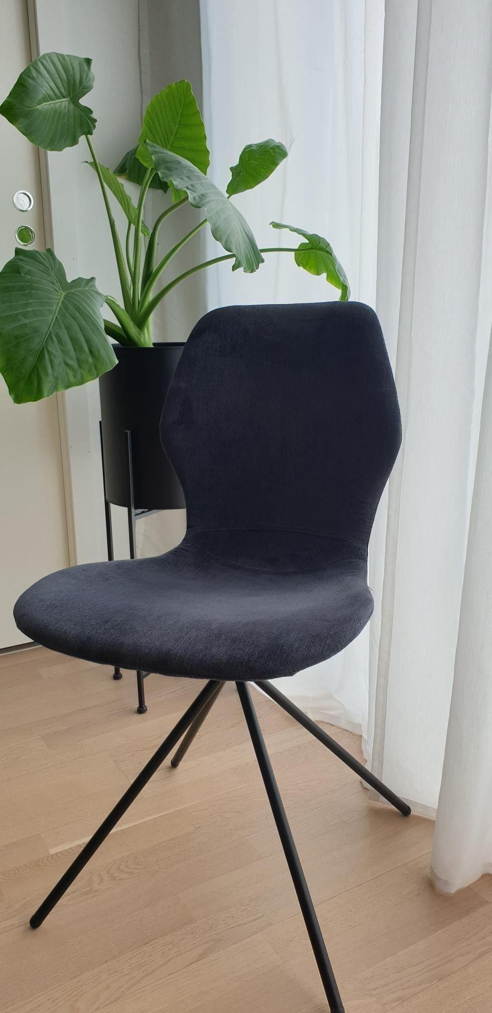 Mørkeblå spisestoler, sorte ben | FINN.no