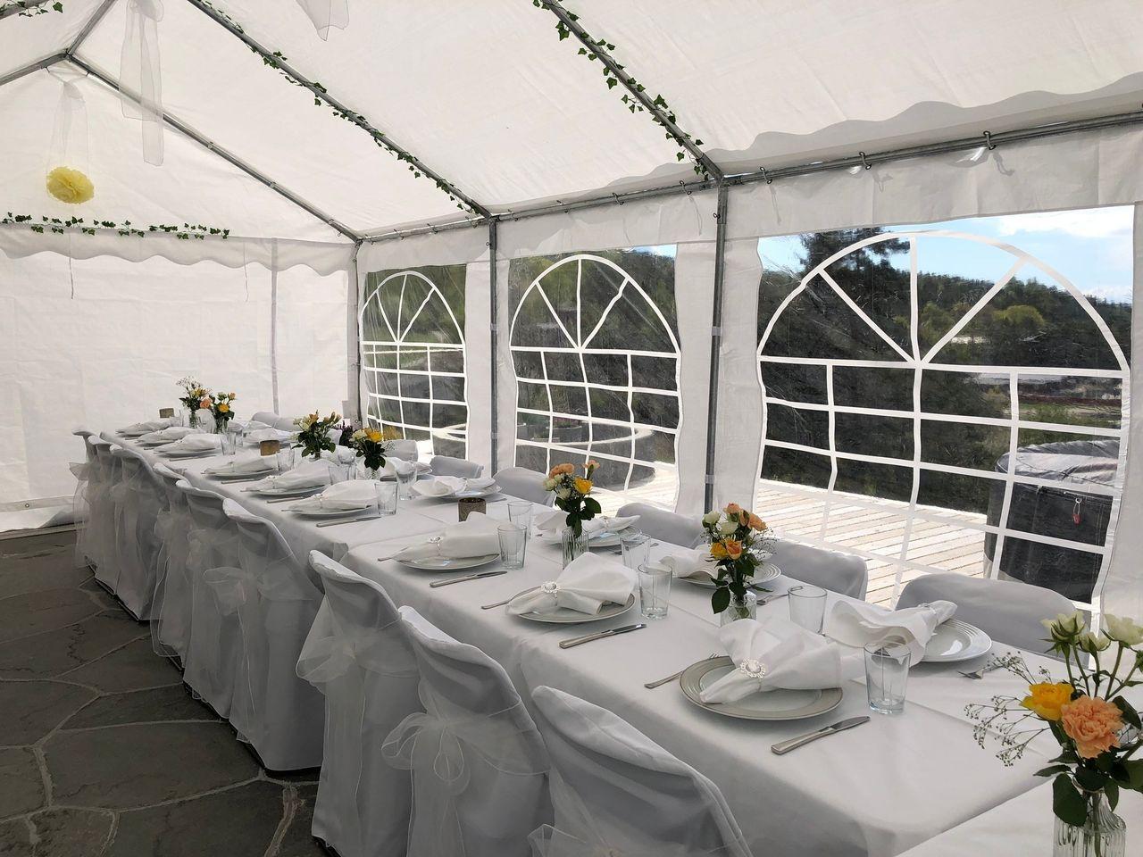 Konfirmasjon eller bryllup? Telt, bord, stoler, duker