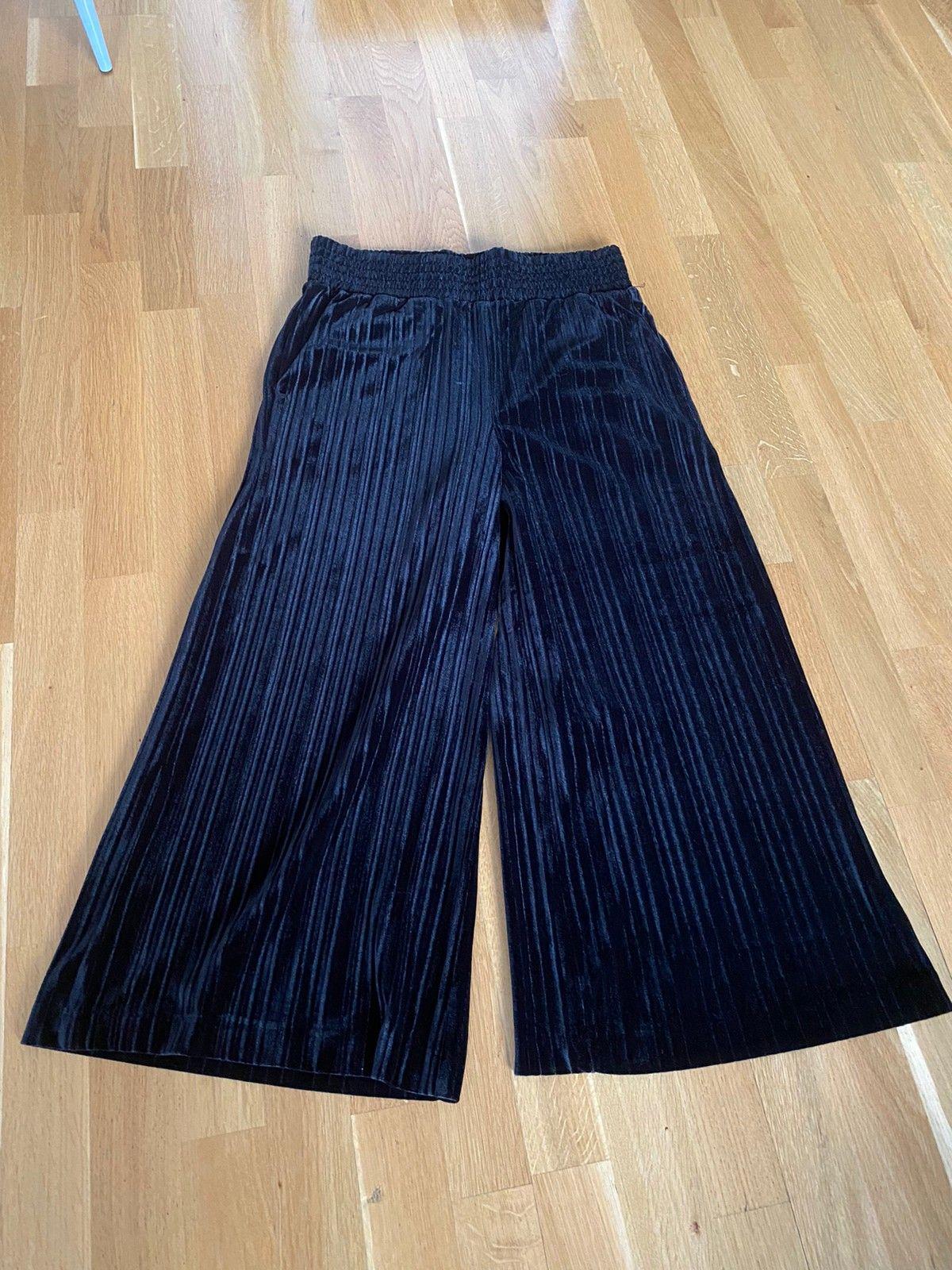 Arniesays louisa velvet pleat bukse til salgs, Str. M   FINN.no