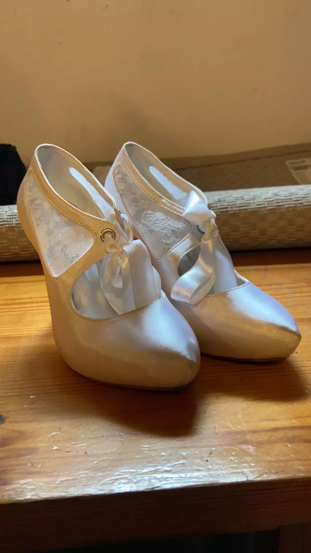 Selger nye sko til små føtter, str. 34, 35. Mange par!   FINN.no