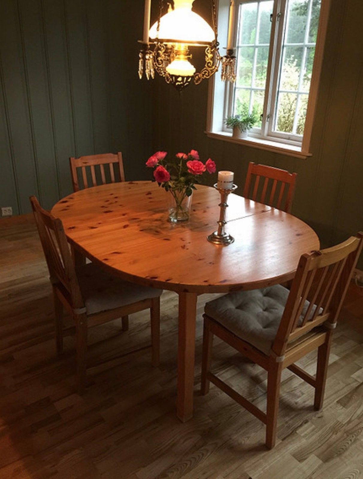 Bord og fire stoler | FINN.no