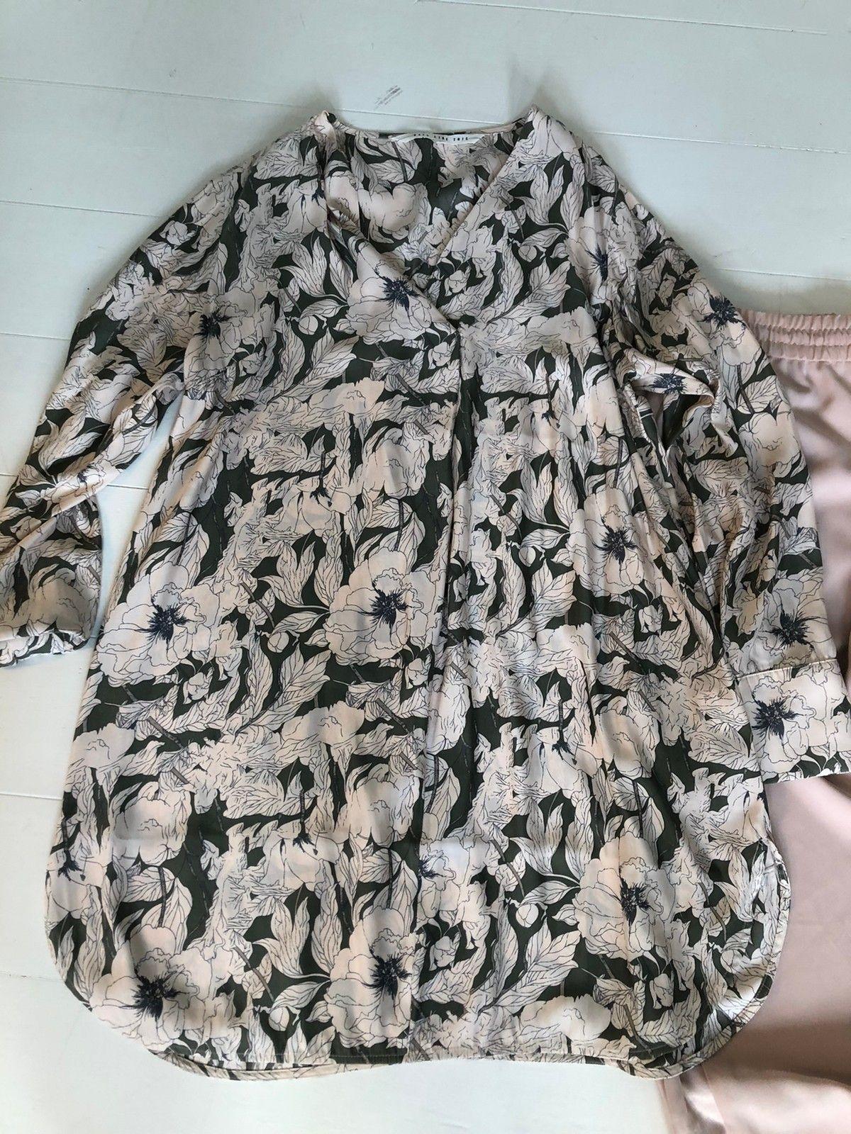 Lekkert sett av bluse og bukse med pene detaljer. | FINN.no