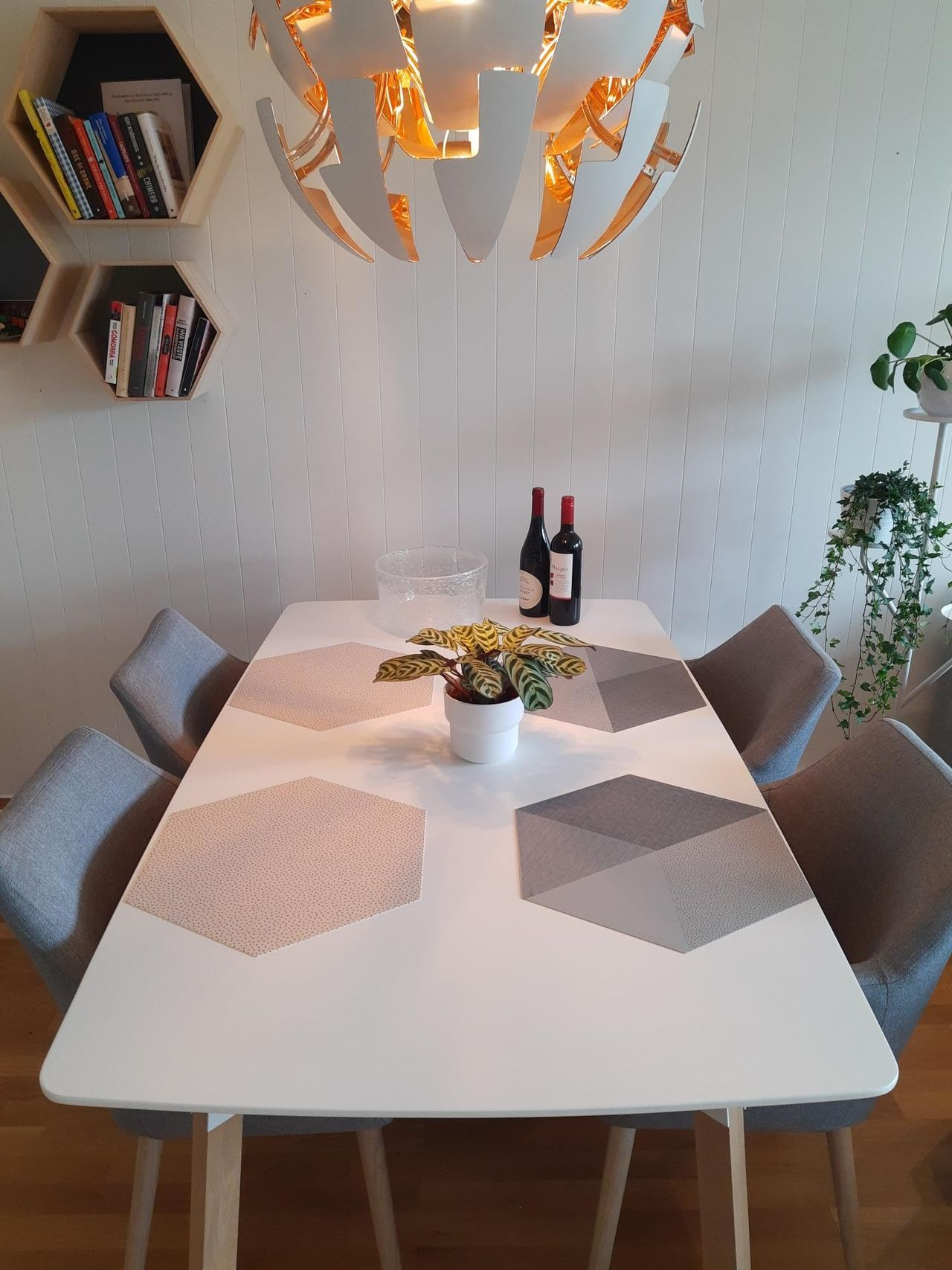 Silo spisebord fra Skeidar med fire stoler | FINN.no