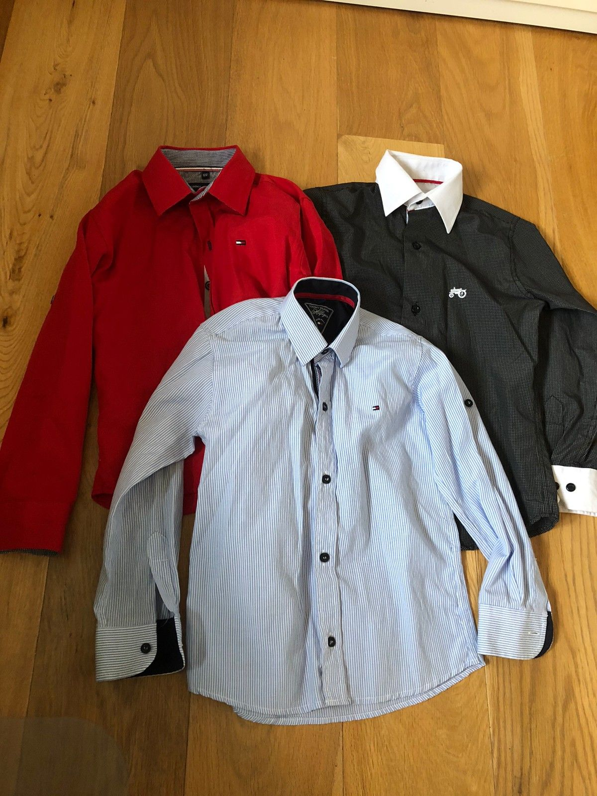 2 stk skjorter til gutt 8 9 år | FINN.no