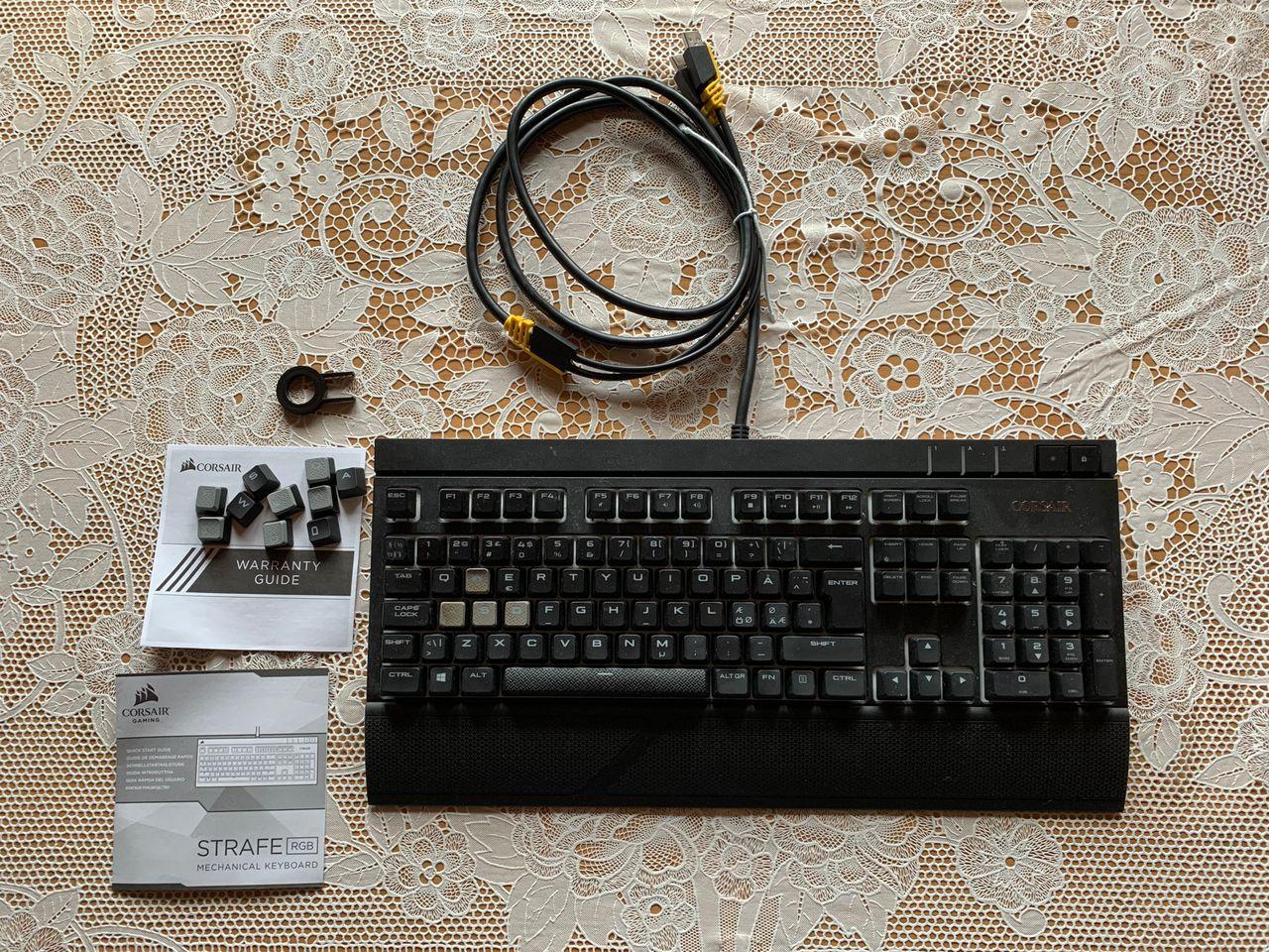 Corsair Gaming Strafe Tastatur Rød Komplett.no