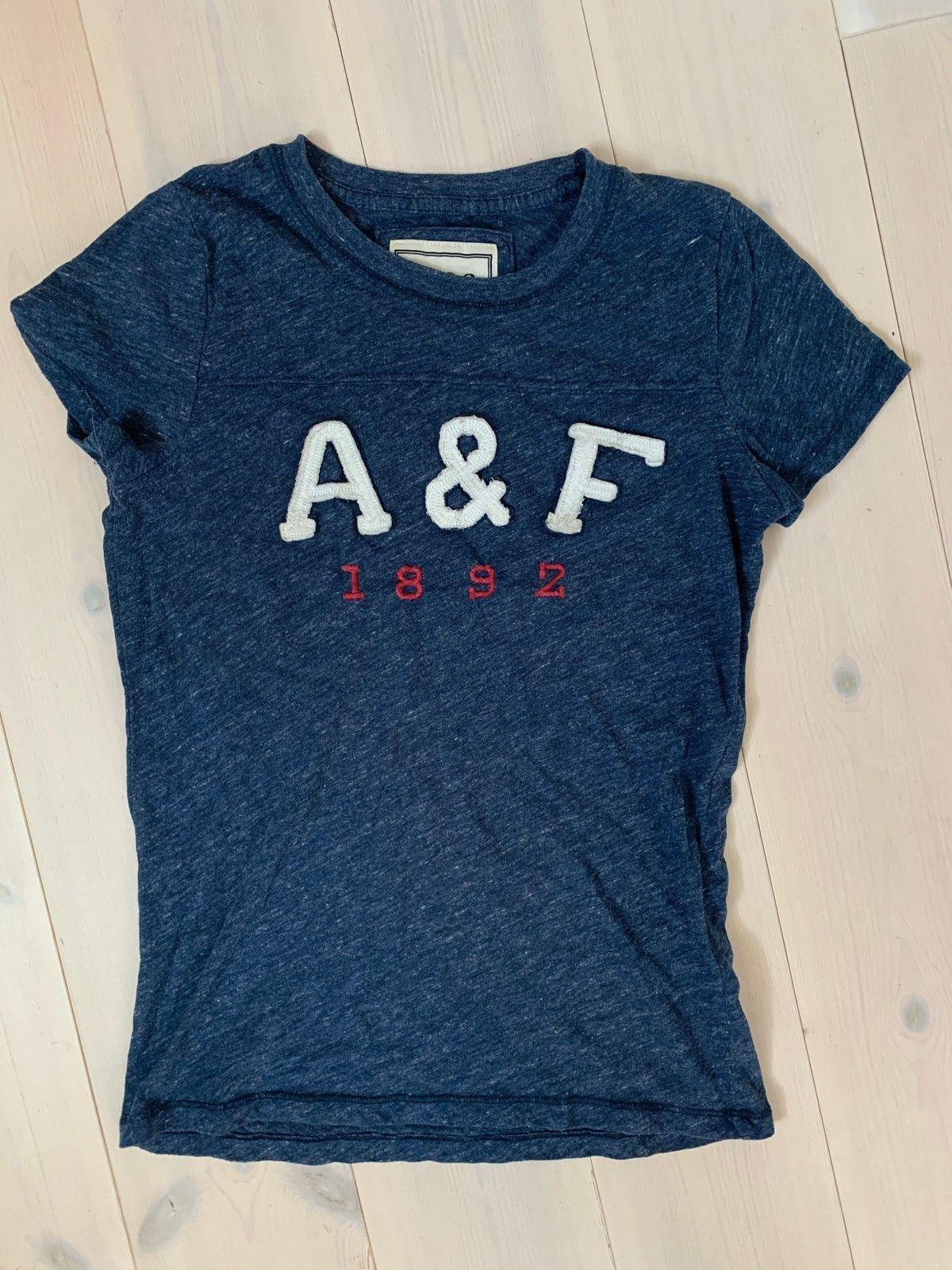 T skjorter fra Abercrombie and Fitch selges! | FINN.no
