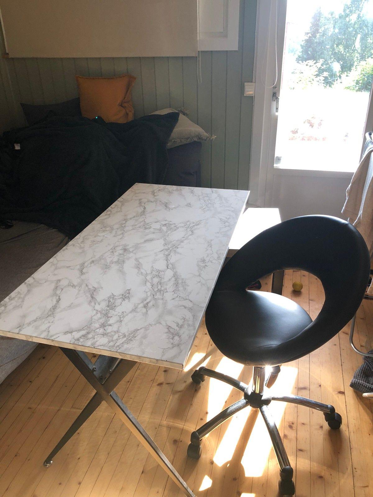 Skrivbord och stol | FINN.no