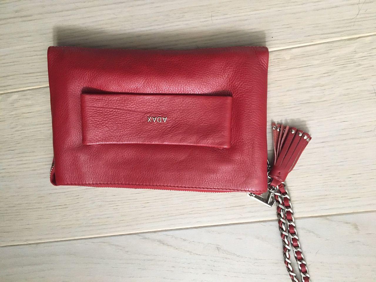 Adax clutch i rødt skinn | FINN.no