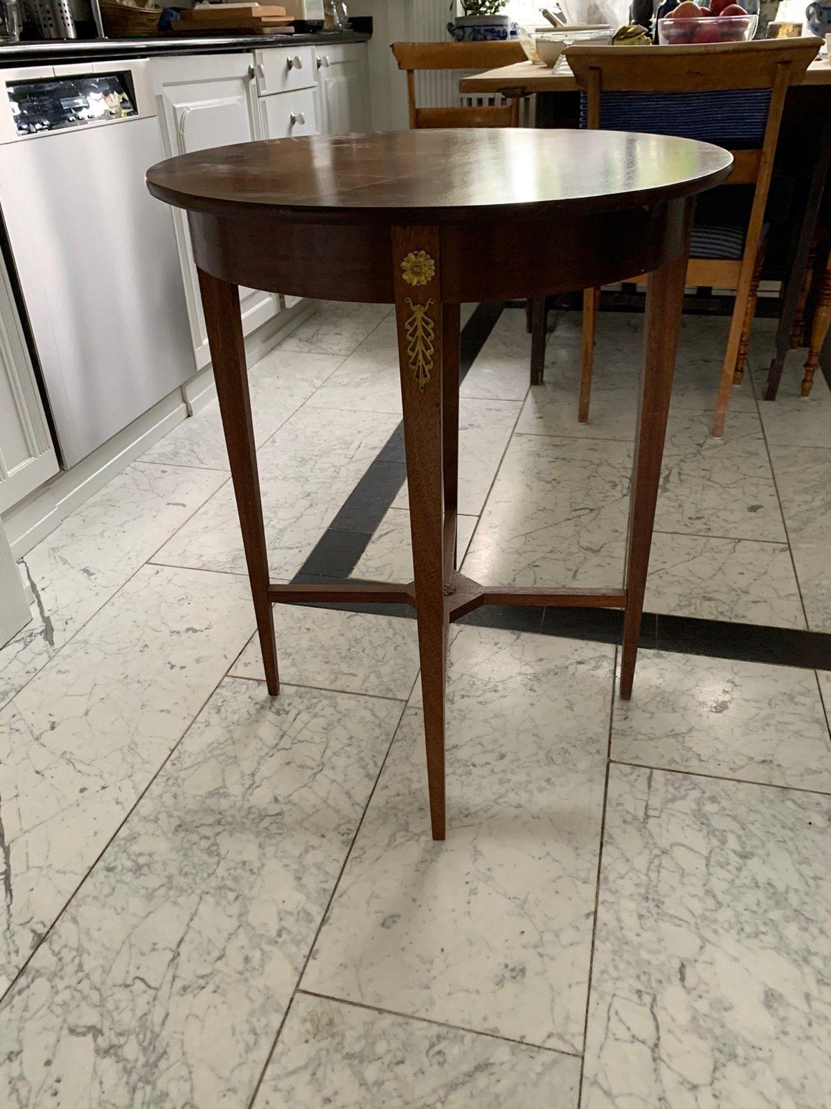 Antikke møbler i mahogni. 6 stoler, 2 småbord og 2 seters