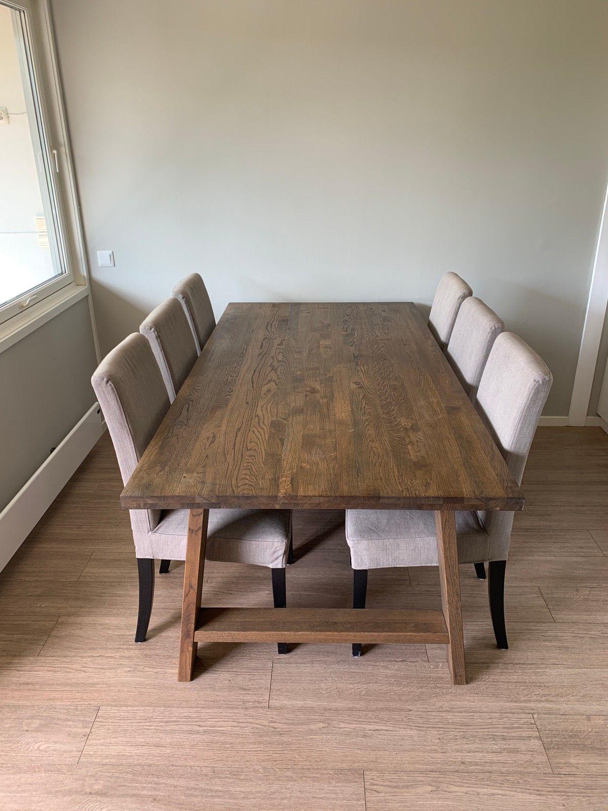 Spisebord i massiv furu   FINN.no