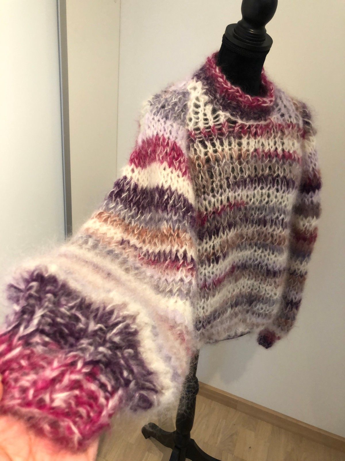 Hjemme strikket dame genser Grårosa og lilla | FINN.no