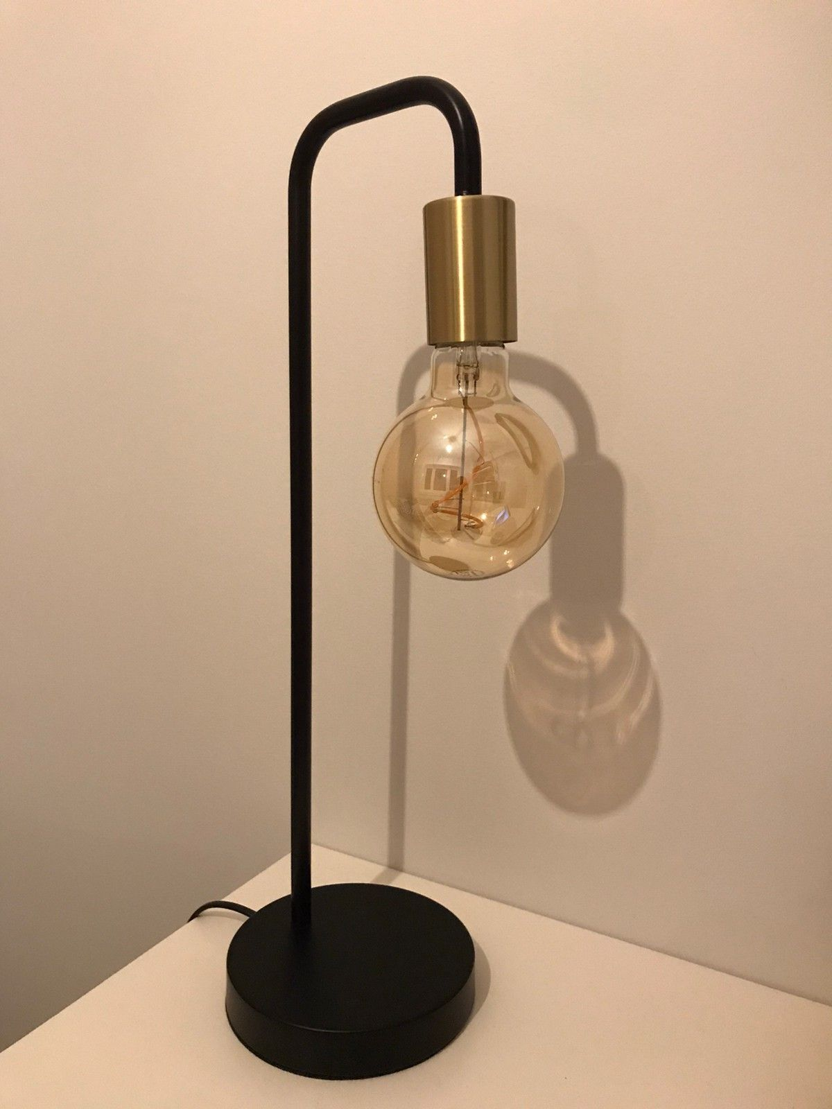 Sorte lamper med industriell look selges rimelig. | FINN.no