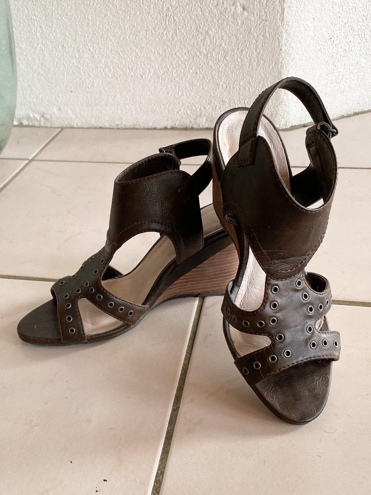 Sko sandaler med kilehæl i ekte skinn fra Vagabond   FINN.no