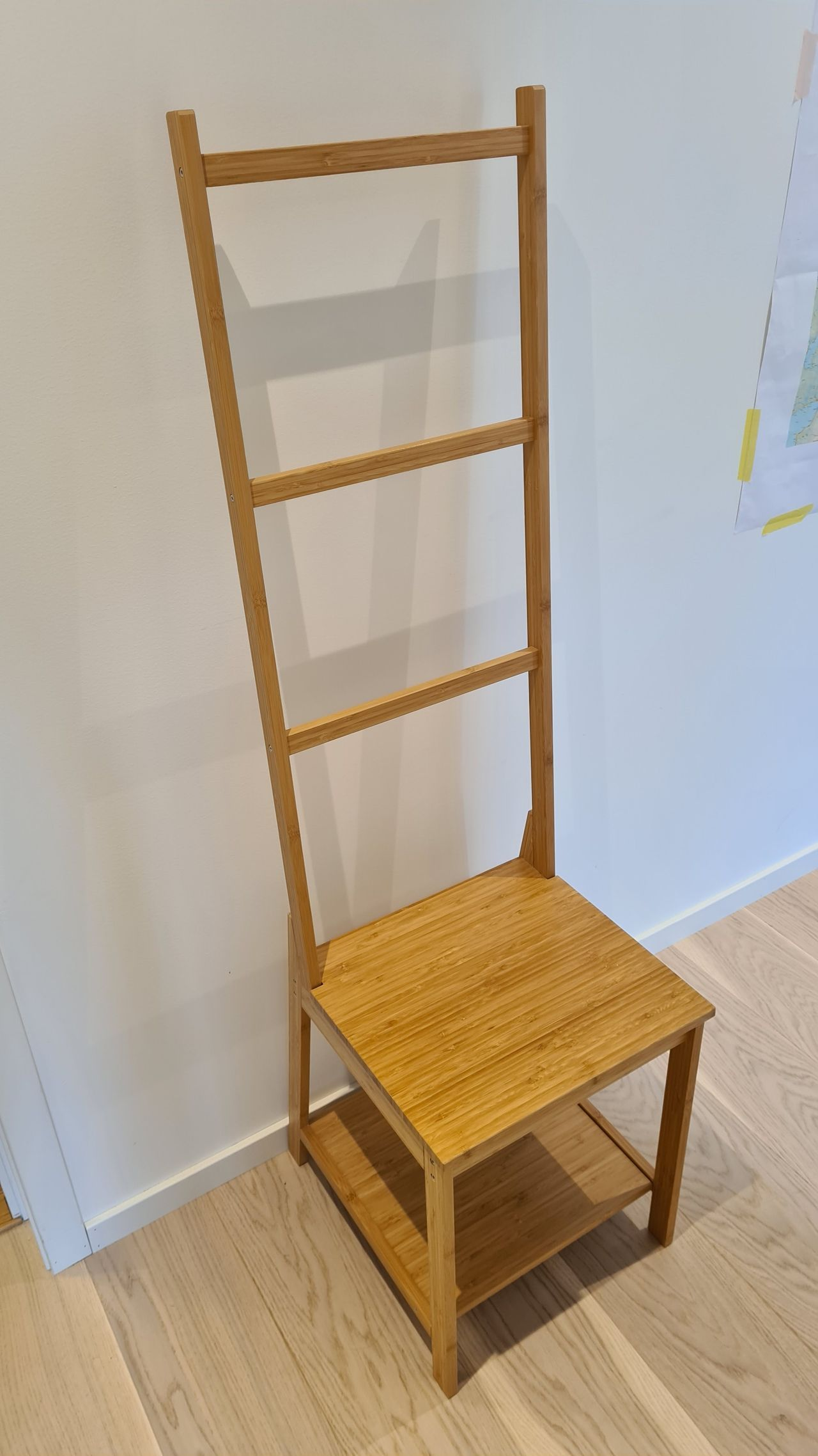 Rågrund stol med håndklehenger | FINN.no