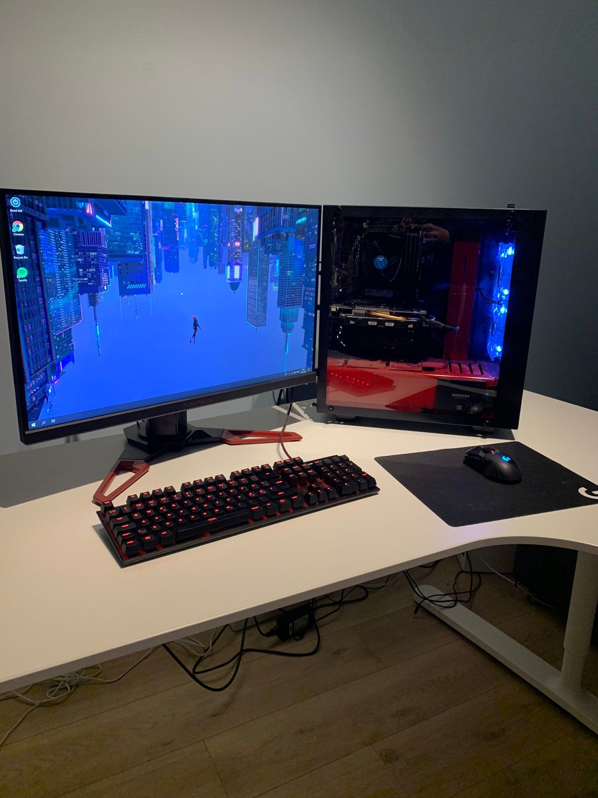 Gaming PC skjerm + tastatur | FINN.no