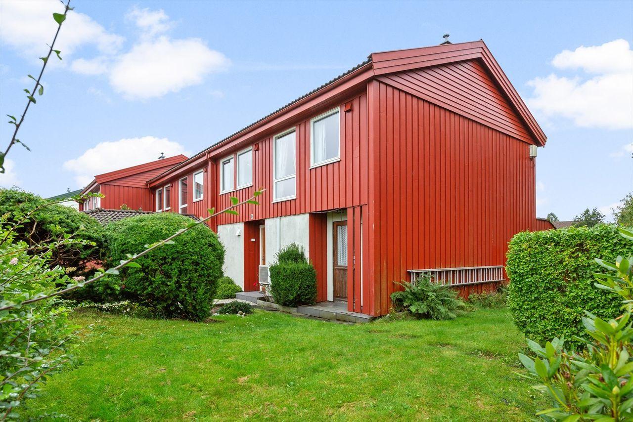 Enderekkehus med i populært område med solrik, usjenert beliggenhet.